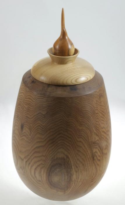 Wood cremation urn - #98-Butternut 7.75 x 14.5po.